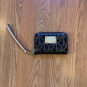 Michael Kors Black Gold Zippered Wallet Wrislet